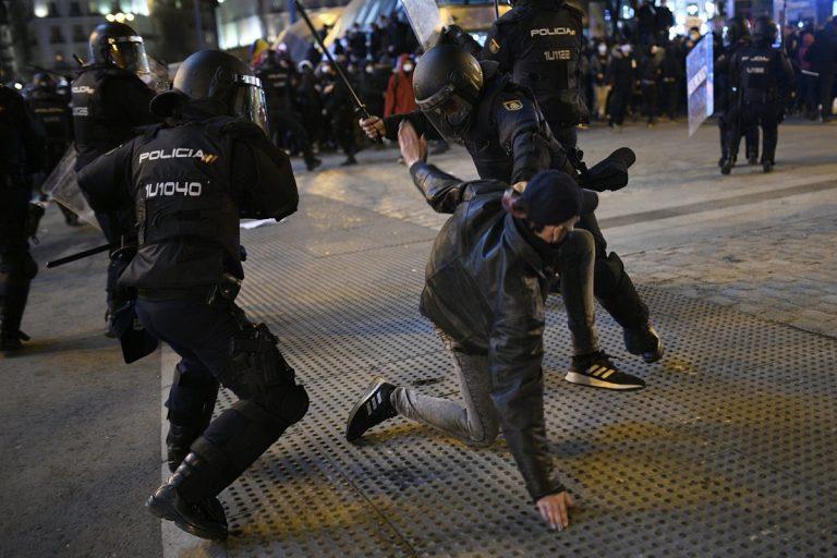 Disturbios por Hasel y choques políticos