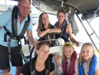 Familia huye de la pandemia viajando en un velero alrededor del mundo