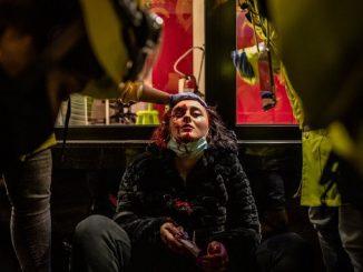 Una mujer pierde un ojo durante los disturbios en Barcelona