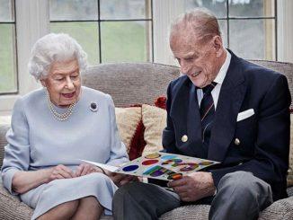 La Reina Isabel II anima a las personas a vacunarse contra el Covid