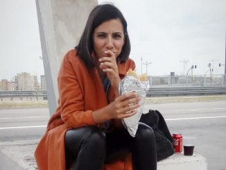 Ana Pastor revela su enfermedad 'artrosis' tras las críticas