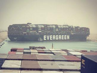 Egipto: el Canal de Suez bloqueado por un buque de carga
