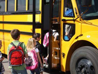 Niña con discapacidad queda encerrada en un bus escolar