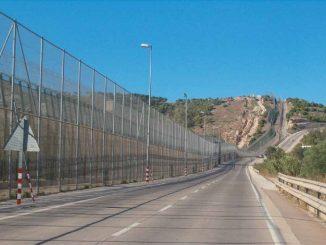 Más de 150 inmigrantes intentan saltar la valla de Melilla