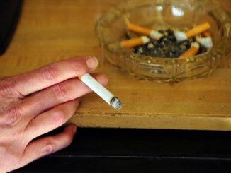El humo del tabaco lleva el coronavirus a ocho metros