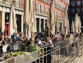 España avanza hacia la Semana Santa con la curva de contagios en aumento