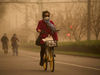 Pekín pasa por su mayor tormenta de arena y empeora su contaminación