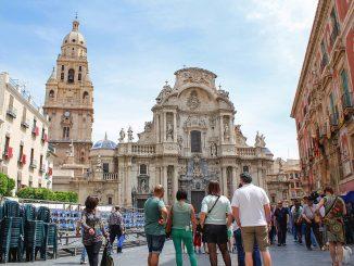 La Región de Murcia retrasa el toque de queda y relaja medidas