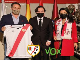 El presidente del Rayo Vallecano recibió a los representantes de VOX para asistir al estadio.