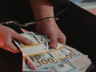 EEUU: arrestada mujer por no devolver un millón de euros