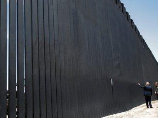 Gobierno Biden pensaría construir huecos faltantes del muro con México