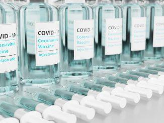 Serbia empieza a vacunar a extranjeros contra el COVID-19