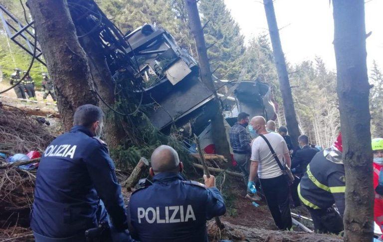 Se investigan las causas de la caída de un teleférico al norte de Italia