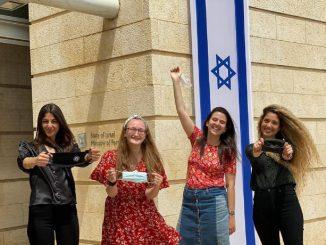 Israel dice adiós a las mascarillas