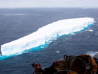 El iceberg más grande del mundo se fragmenta de la Antártida