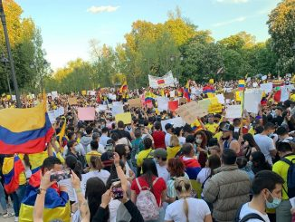Cientos de colombianos se manifiestan por su país en España