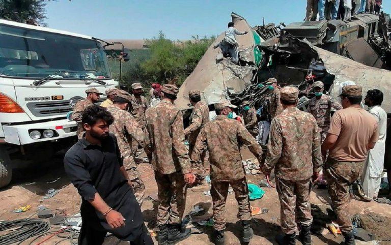 Choque de trenes en pakistán