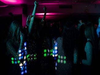 Francia: la apertura de discotecas será sin uso de la mascarilla
