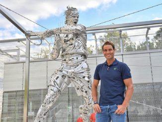Rafael Nadal celebra su cumpleaños jugando en el Roland Garros