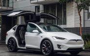 Bebé de 10 meses compra una actualización para Tesla de 8.400 euros
