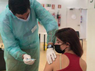 Ceuta comienza a vacunar a las personas entre 20 y 29 años de edad