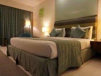 El trabajo más cómodo del mundo: probar las camas de los hoteles