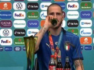 Bonucci y su gesto en sala de prensa que dio mucho que hablar