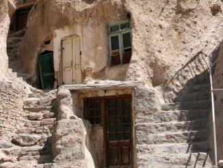 Kandovan: el pueblo excavado en roca volcánica en Irán