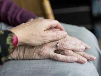 Australia: una mujer encuentra a su hijo después de 66 años