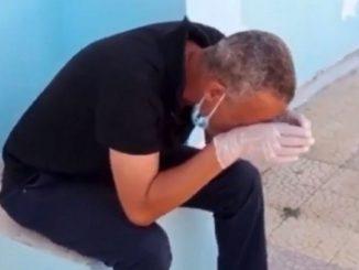 Un médico de Túnez llora ante la falta de suministros para pacientes Covid