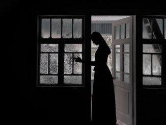 Joanna Francis: la mujer que vive como si fuera 1939