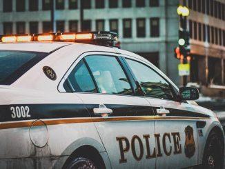 Una policía es despedida de su trabajo por su publicación en Facebook