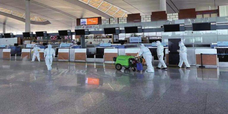 Trabajadores del aeropuerto de Nankín