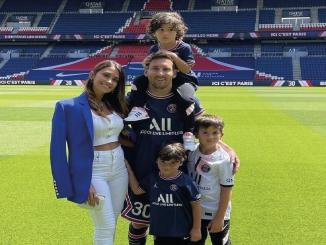 Lionel Messi y su familia en París