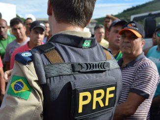 nina indigena policia
