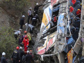Accidente de autobús en Perú deja 33 muertos