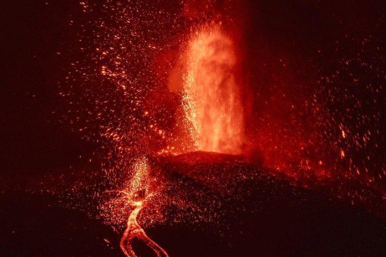 La Palma sufre un derrumbe volcánico en su cono