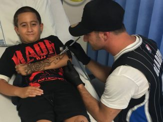 el tatuador que hacer reír nños