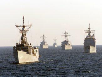 japon volcpan erupciona y saca a flote embarcacioens de la segunda guerra