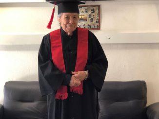 abuela 93 años universidad
